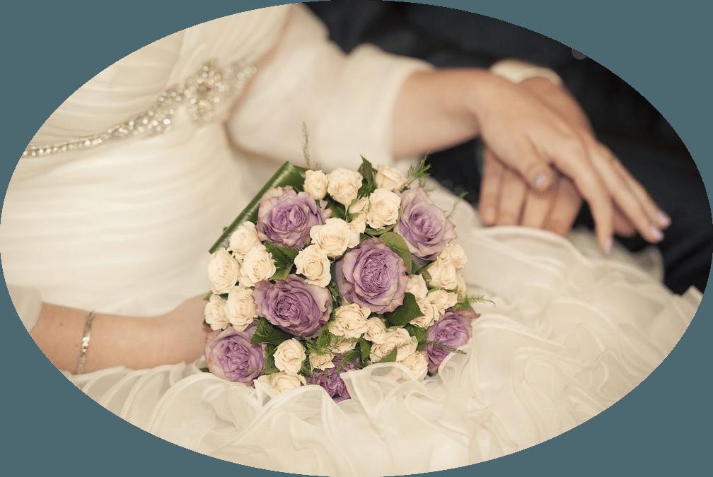 El ramo de Isabel era de tipo bouquet, con rosas de color rosa-lila y rosas mini en color champán.
