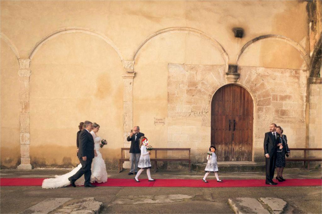 La comitiva recorre la alfombra roja...